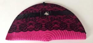 cartera de mano basmala en rosa y negro