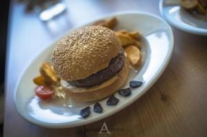 hamburguesa de kobe con ajo negro pecado carnal majadahonda la sierra con estilo