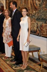 letizia vestido asimetrico blanco